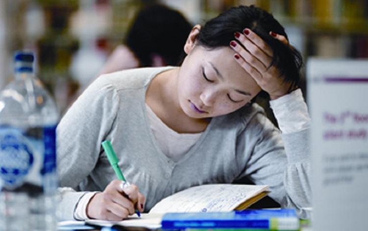 pho_student_writing